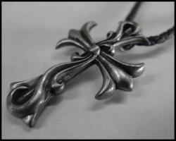 画像1: アラベスククロス メタル編み紐ネックレス