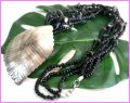天然シェル貝殻リーフ彫り 3連ビーズネックレス